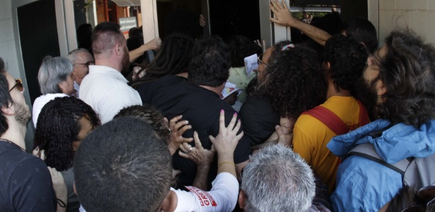 Manifestação realizada durante a reunião bimestral do Conselho Universitário (Consu) da Unicamp teve protesto nessa terça-feira (2) - Denny Cesare/Código19/Estadão Conteúdo