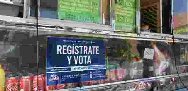 Food truck de tacos faz campanha para que eleitores hispânicos se registrem para votar, em Houston, Texas (EUA) - Trish Badger/Reuters