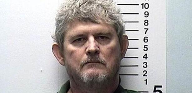 Ross Compton se diz inocente; polícia acredita que ele ateou fogo em sua casa para receber seguro