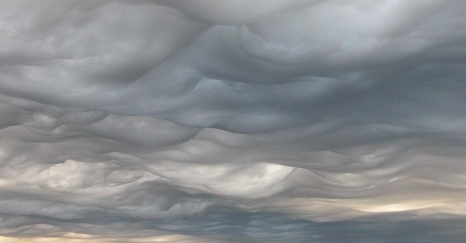 27.mar.2017 - Nuvens asperitas