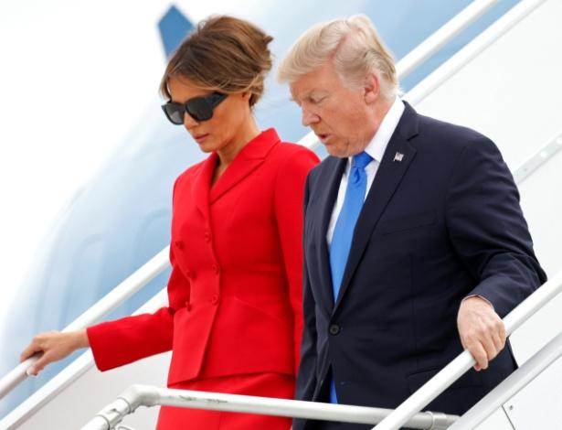 Donald Trump desembarca em aeroporto de Paris acompanhado da mulher, Melania