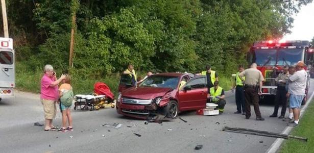 Audra Tatum colocou os pés no painel do carro e sofreu graves lesões após acidente