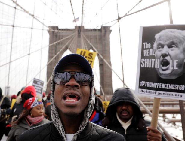 Imigrantes e americanos protestam contra comentários racistas de Trump em relação a países africanos - Lucas Jackson/Reuters