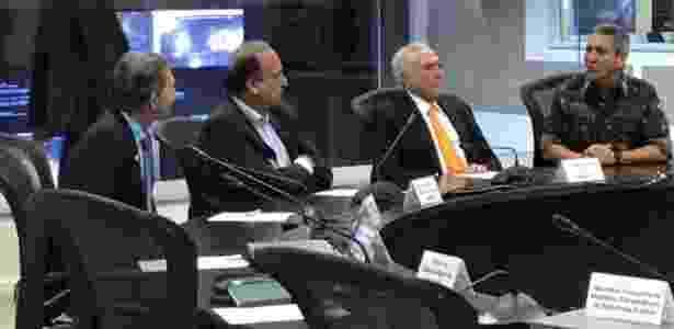 21.mar.2018 - Presidente Michel Temer se reúne com o governador do Rio de Janeiro, Luiz Fernando Pezão, e o interventor na segurança do Rio, general Walter Braga Netto - Reprodução/Twitter - Reprodução/Twitter