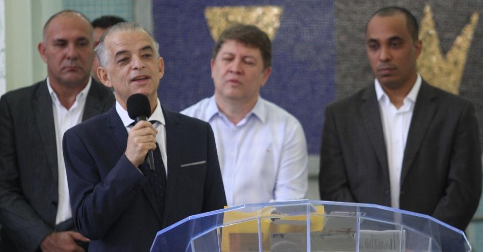 26.out.2018 - O governador do Estado de São Paulo e candidato à reeleição, Márcio França (PSB), faz campanha na Igreja Evangélica Quadrangular, na cidade de Sorocaba, interior de São Paulo, na manhã desta sexta-feira