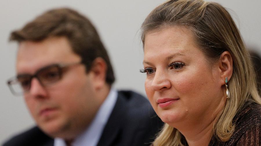A líder do governo no Congresso, deputada Joice Hasselmann (PSL-SP), e o presidente da Comissão de Constituição e Justiça (CCJ) da Câmara, Felipe Francischini (PSL-PR), durante sessão que discute a reforma da Previdência - Adriano Machado/Reuters
