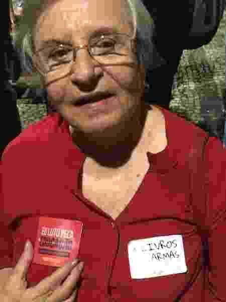 A aposentada Maguy Labrunir, 80, em ato pela educação no centro do Rio - Marina Lang/UOL