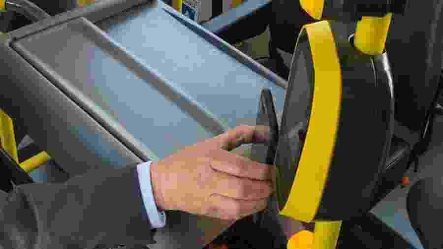 Ônibus de São Paulo aceitarão pagamento com celular e cartão de crédito e débito - Helton Simões Gomes/UOL