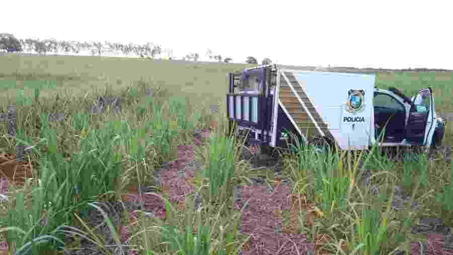 Mala com os restos mortais foi achada em um canavial - Divulgação/Polícia de Paranavaí