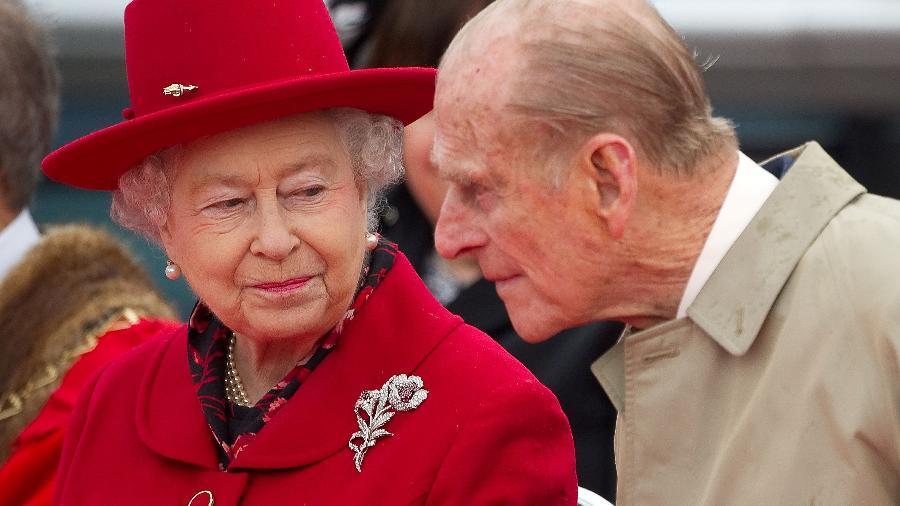 Rainha Elizabeth ao lado do marido, príncipe Philip, em Londres - Paul Hackett