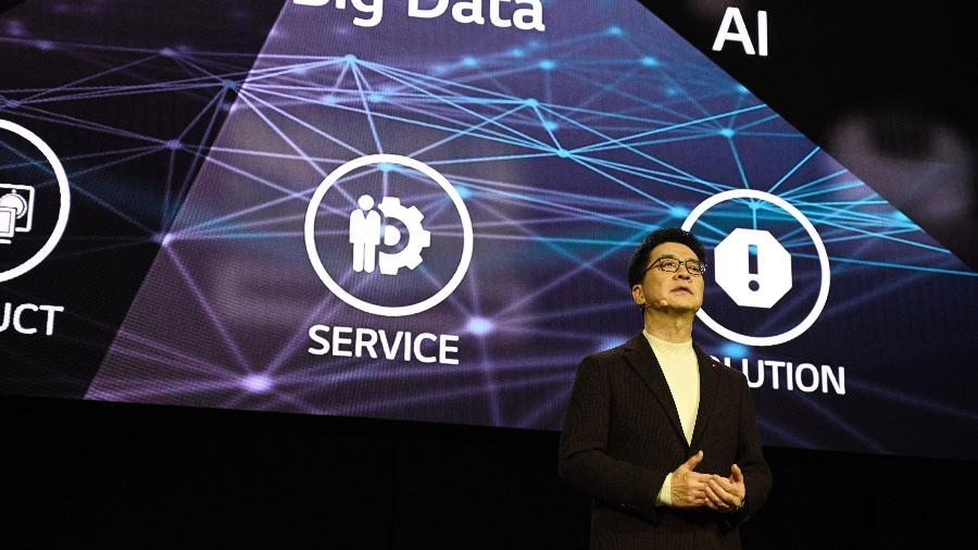 Presidente e CTO da LG Electronics, I.P. Park, fala no palco durante a conferência de imprensa da LG na CES 2020, em Las Vegas - Robyn Beck/AFP