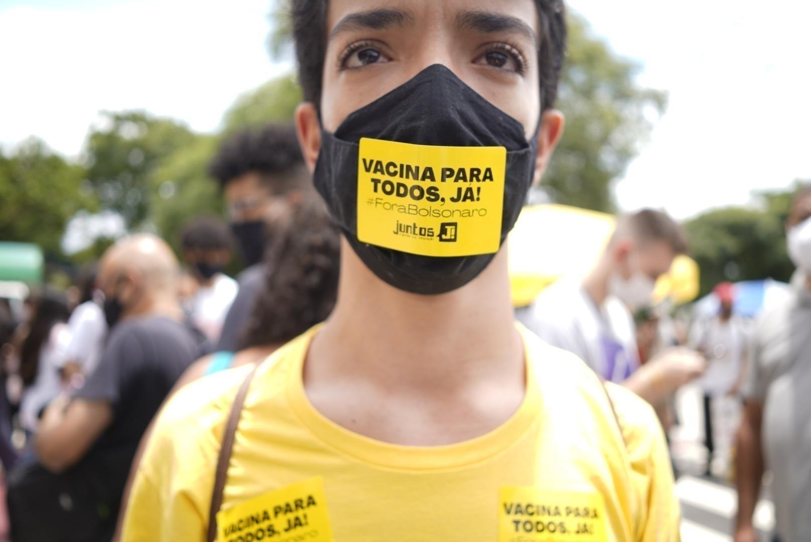 Danylo Amilcar, estudante de geografia da USP e integrante do movimento Juntos, protesta contra a realização do Enem em SP - André Porto/UOL