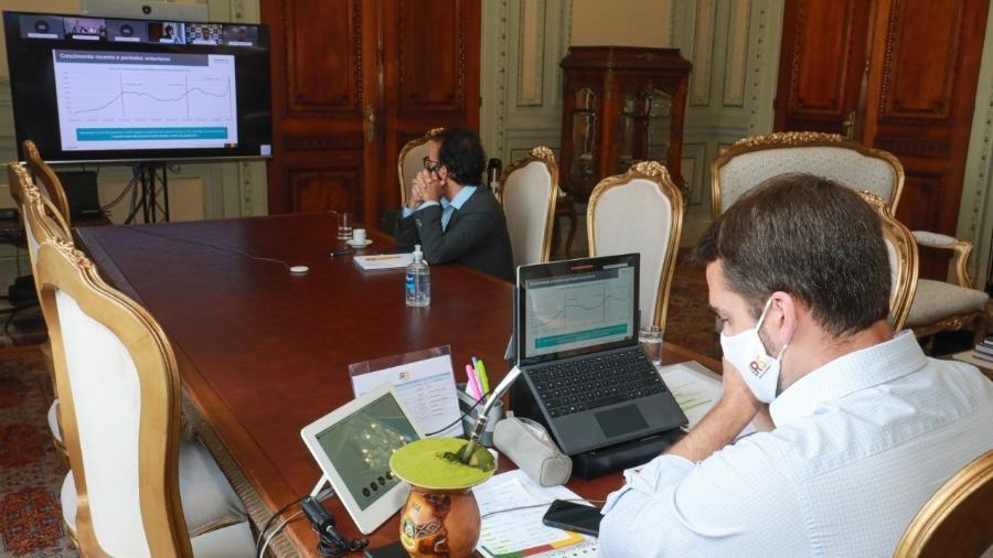 Governador do RS, Eduardo Leite (esq) em reunião com governadores Carlos Moisés (PSL-SC) e Ratinho Júnior (PSD-PR) - Divulgação/Twitter