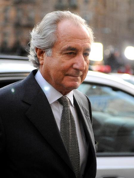 Bernard Madoff, em 2009, ao chegar no Tribunal Federal de Manhattan - Stephen Chernin/Getty Images