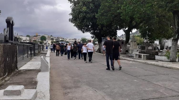 Violência no Rio de Janeiro   Corpos de vítimas da operação do Jacarezinho são enterrados