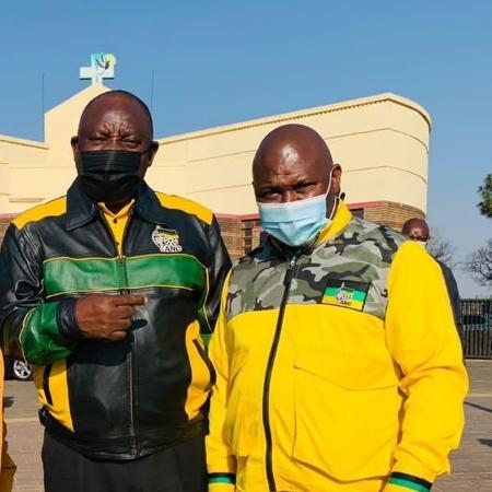 O presidente da África do Sul Cyril Ramaphosa e o prefeito de Jolidee Matongo - Reprodução/Twitter/CyrilRamaphosa
