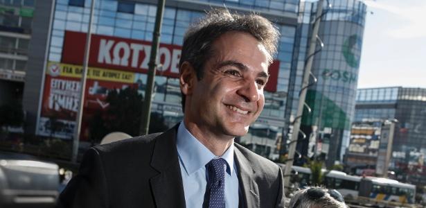 Kyriakos Mitsotakis chega à sede do partido conservador grego Nova Democracia, um dia depois de vencer as eleições da legenda