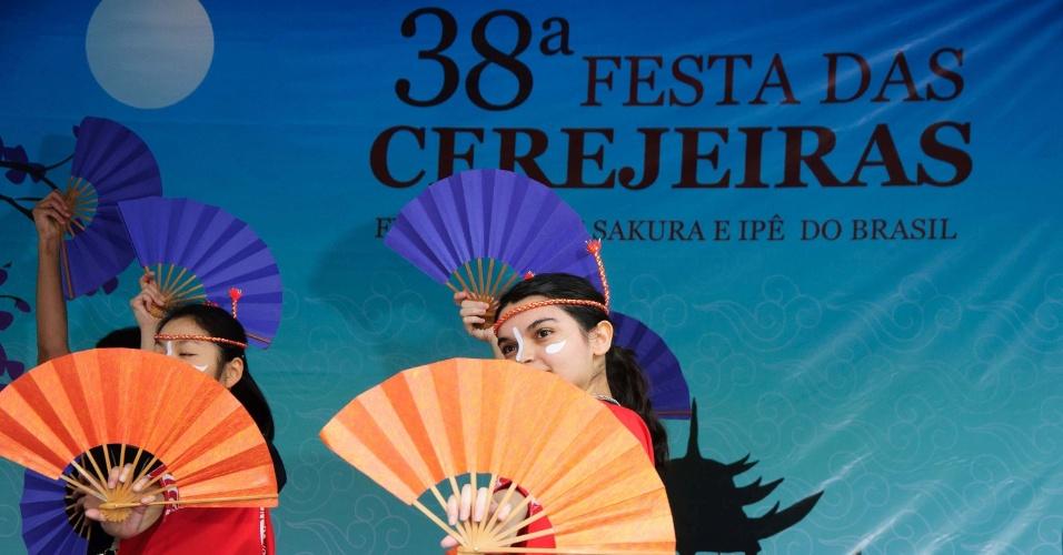 7.ago.2016 - Festividades da 38ª Festa das Cerejeiras, no Parque do Carmo, zona leste de São Paulo. A Festa das Cerejeiras é uma tradicional celebração japonesa, mantida no Brasil por seus descendentes