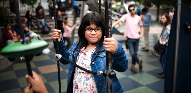 "Sarai Gonzalez, 11, que participa do vídeo viral ""Soy Yo"", do grupo colombiano Bomba Estéreo - Hilary Swift/The New York Times"
