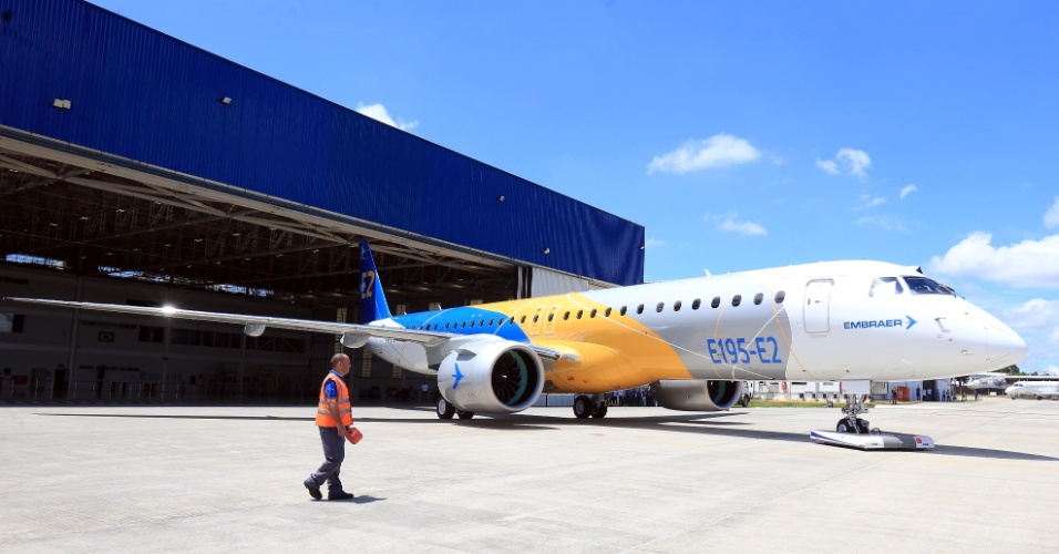 Embraer apresenta novo jato comercial E195-EL