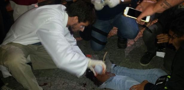 Manifestante fica ferido durante ato contra Temer no Rio - Paula Bianchi/UOL