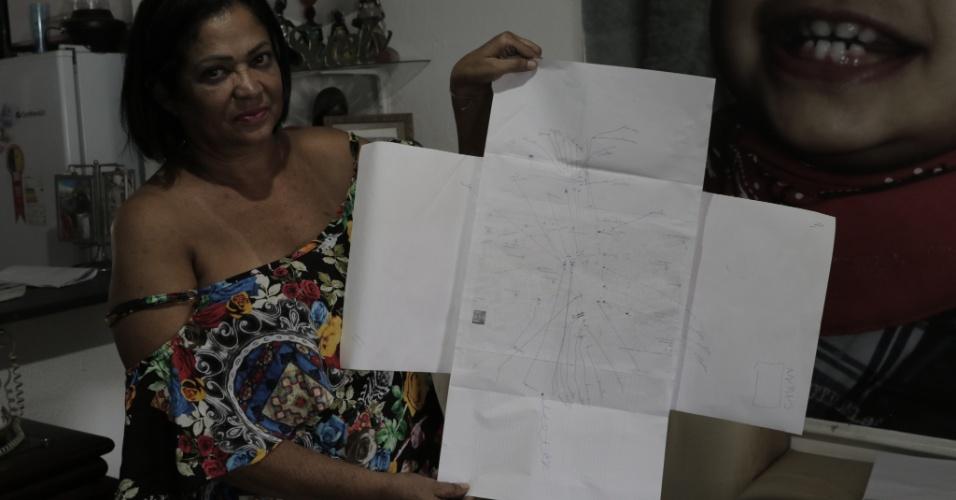 Presidente da Associação das Vítimas do Césio-137, Suely Lina de Moraes mostra mapa com os 23 casos de câncer diagnosticados na região do acidente radioativo