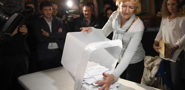 Mais de 2,2 milhões de eleitores votaram no domingo e 90% dos votos indicaram a escolha pela independência da Catalunha