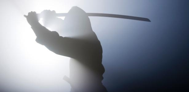 Homem de 74 anos que cometia assaltos fantasiado de ninja - IStock