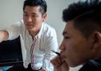 Na China, homens solitários tentam aprender o básico sobre namoro (Foto: GIULIA MARCHI/NYT)