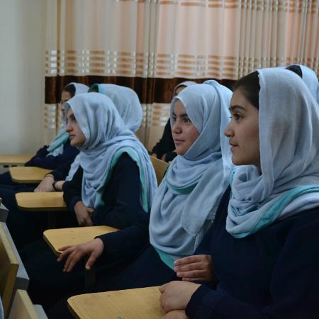 Escola para garotas no Afeganistão em foto antes de o país ser tomado pelo Talebã - Divulgação/Sola