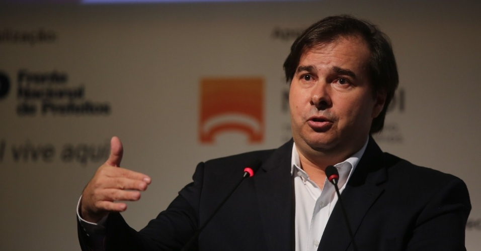 8.mai.2018 - O presidente da Câmara dos Deputados, Rodrigo Maia (DEM-RJ), fala durante evento com presidenciáveis em Niterói (RJ)