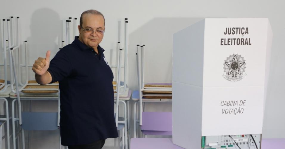 Ibaneis Rocha, candidato do MDB ao governo do Distrito Federal, vota em Brasília