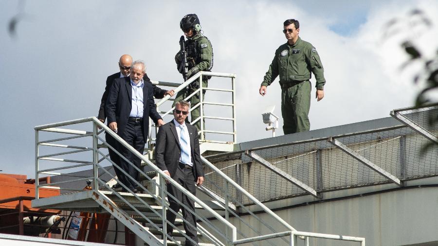 02.mar.2019 - O ex-presidente Luiz Inácio Lula da Silva (PT) retorna a Curitiba após deixar a prisão para participar do velório de seu neto, Arthur (7), que morreu na sexta-feira (1º) - Henry Milleo/Fotoarena