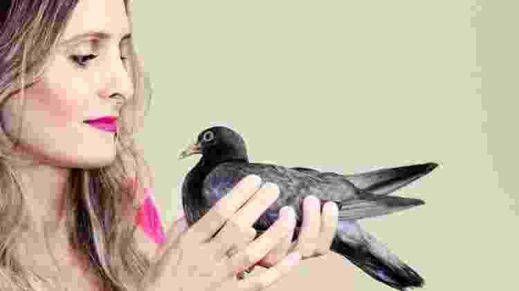 A publicitária Brena Braz costuma resgatar pombos: 'Já perdi a conta de quantos' - Arquivo Pessoal