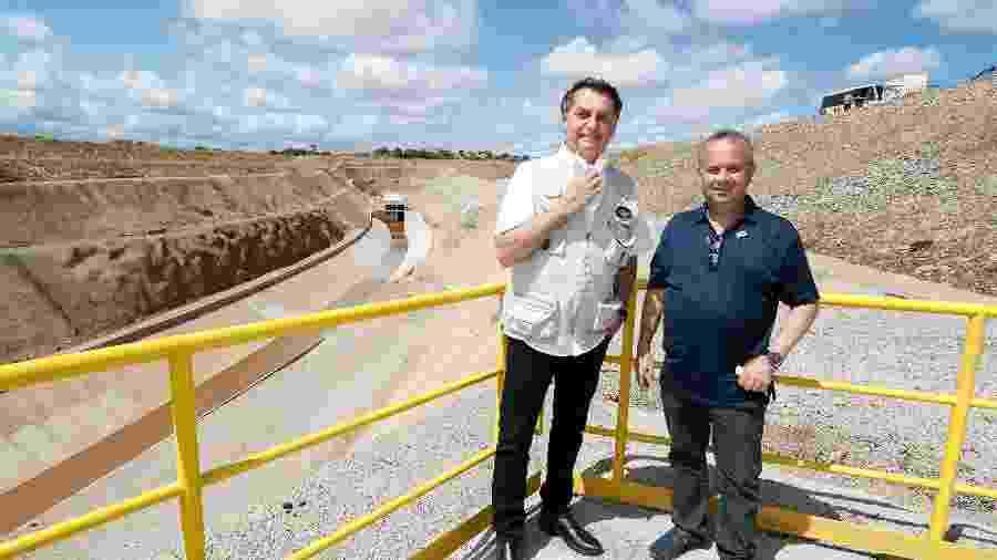 O presidente Jair Bolsonaro e o ministro do Desenvolvimento Regional, Rogério Marinho, em inauguração de trecho do eixo norte da transposição do São Francisco, no Ceará  - Isac Nóbrega/Divulgação