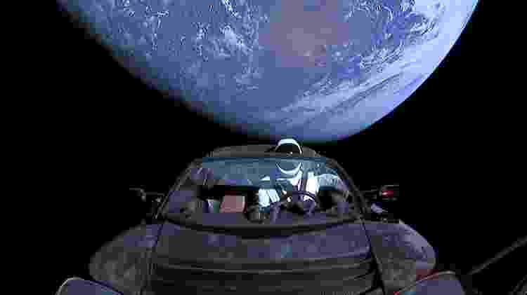 Tesla Roadster que Elon Musk enviou para espaço com um manequim vestido de astronauta - Wikicommons - Wikicommons