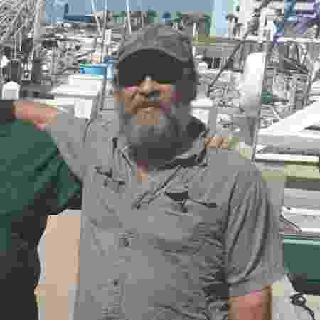 Apesar da situação delicada em que foi encontrado, o marinheiro encontra-se bem e sem ferimentos. - Reprodução/Facebook/U.S. Coast Guard Southeast - Reprodução/Facebook/U.S. Coast Guard Southeast