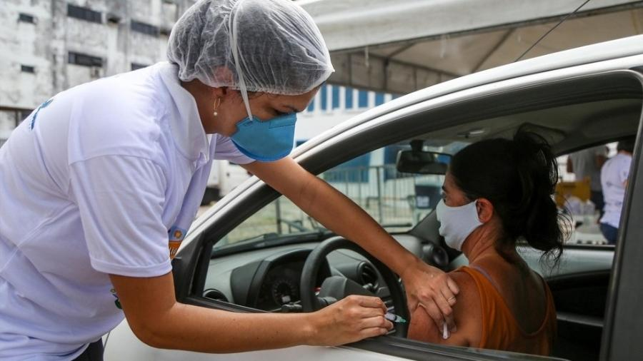Segundo o ministério, 1,5 milhão de brasileiros não tomaram a 2ª dose da vacina - Bruno Concha/Prefeitura de Salvador