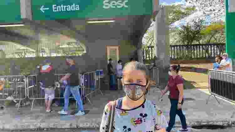 Deusilene Oliveira, 29, vacinada hoje em São Paulo - Anahi Martinho/UOL - Anahi Martinho/UOL
