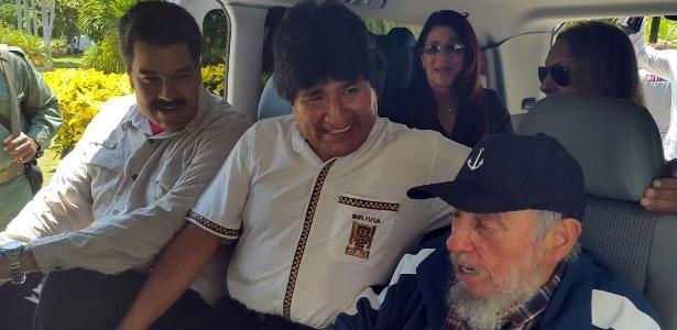 13.ago.2015 - O ex-ditador cubano Fidel Castro surpreendeu o presidente da Bolívia, Evo Morales, ao visitá-lo no hotel onde está hospedado em Havana