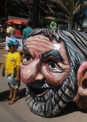 """Manifestantes de Maceió, Alagoas criaram o """"jararaleco"""", uma menção ao ex-presidente Luiz Inácio Lula da Silva"""