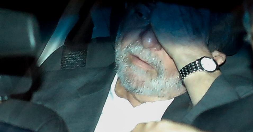 21.mar.2016 - Ex-presidente Luiz Inácio Lula da Silva deixa o hotel onde está hospedado em Brasília para ir ao Palácio da Alvorada se reunir com a presidente Dilma Rousseff