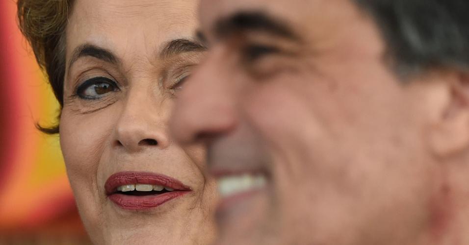 13.mai.2016 - A presidente afastada Dilma Rousseff e o ex-advogado-geral da União, José Eduardo Cardozo, concedem entrevista a veículos de imprensa estrangeiros no Palácio do Alvorada, em Brasília