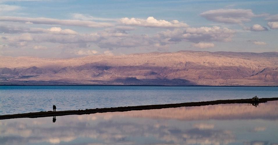 16.mai.2016 - O mar Morto, no Oriente Médio, ao pôr do sol. Um cientista acredita que correr uma maratona em menor de duas horas depende da oferta de oxigênio. Ele testa sua teoria no mar Morto, onde a quantidade do gás é cerca de 5% a mais