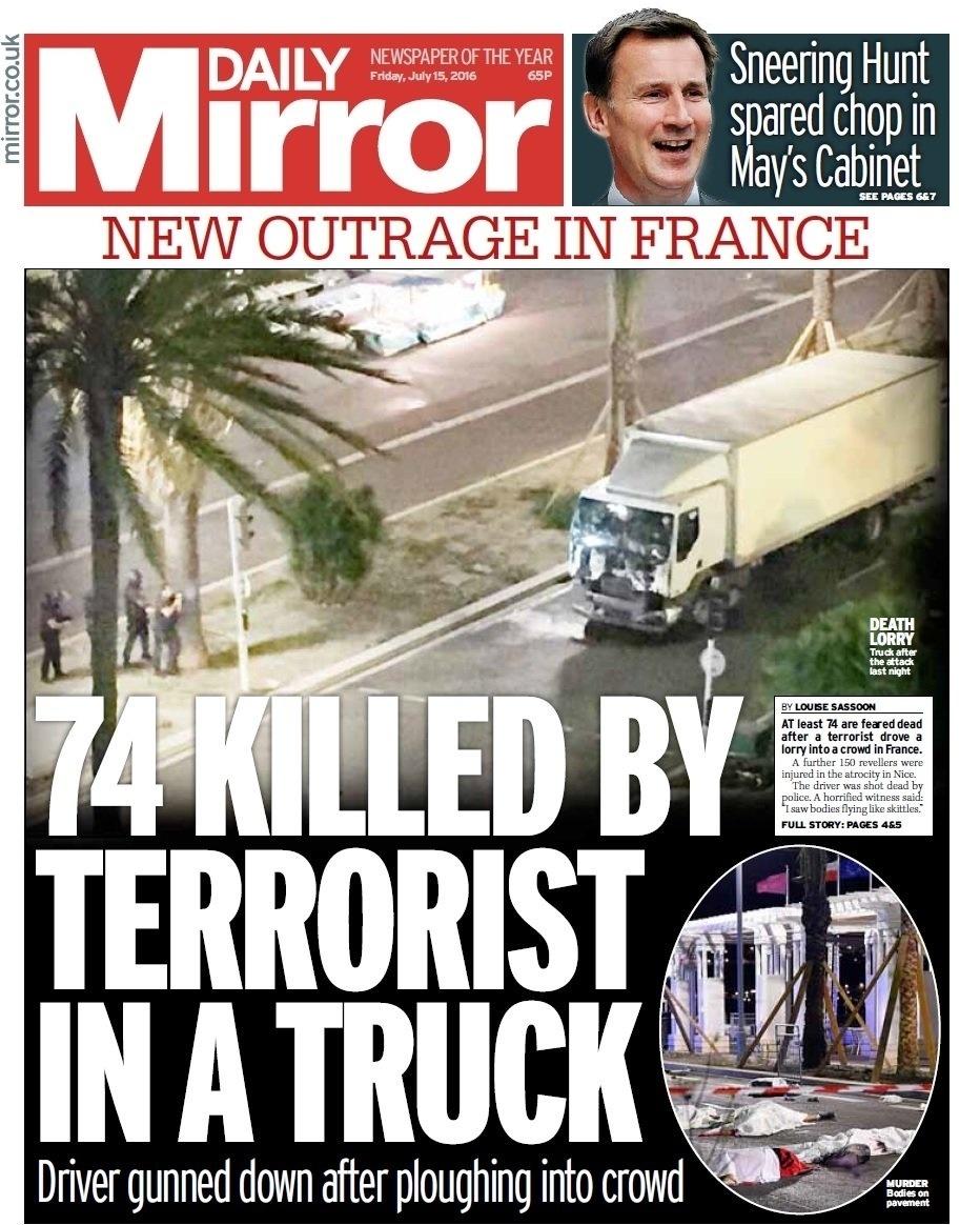 14.jul.2016 - A manchete do tabloide britânico Daily Mirror faz o número de mortos e chama de terrorista o motorista do caminhão que atropelou uma multidão durante celebração da Queda da Bastilha, maior feriado nacional francês, no centro de Nice, na Riviera Francesa