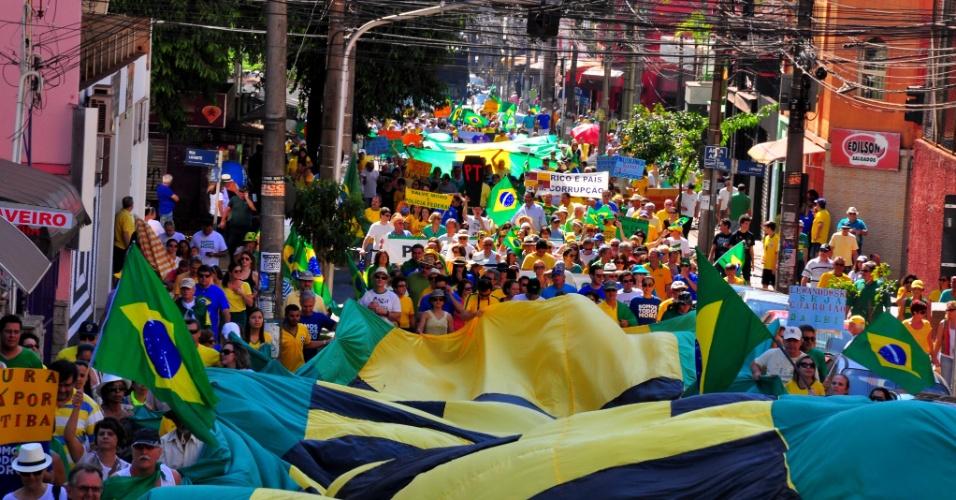31.jul.2016 - Em Ribeirão Preto, no interior de São Paulo, manifestantes foram para a rua pedir o impeachment da presidente Dilma Rousseff (PT)