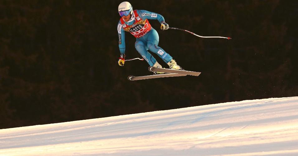 15.dez.2016 - Esquiador norueguês Kjetil Jansrud salta na disputa da Copa do Mundo de Esqui Alpino - FIS, em Val Gardena, na Itália
