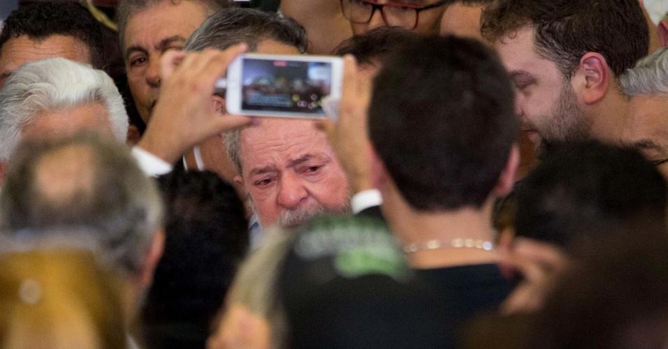 4.fev.2017 - O ex-presidente Luiz Inácio Lula da Silva acompanha velório da mulher, Marisa Letícia no Sindicato dos Metalúrgicos do ABC, em São Bernardo do Campo (SP), neste sábado