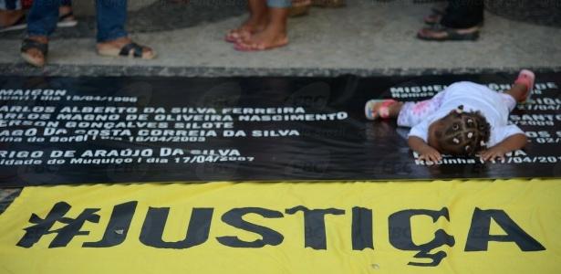 Em abril, uma grupo de familiares de pessoas mortas pela polícia organizou um protesto em frente ao Ministério Público