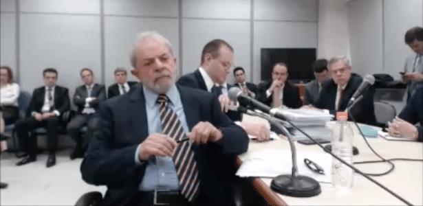 13.set.2017 - Ao lado do advogado Cristiano Martins, Lula depõe ao juiz Sergio Moro em Curitiba
